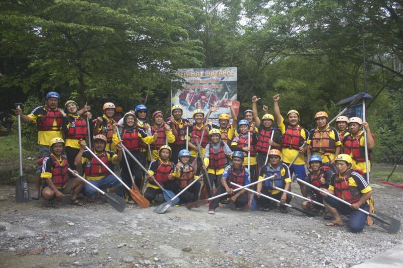 SMART OUTBOUND  RAFTING SUNGAI ELO BOROBUDUR
